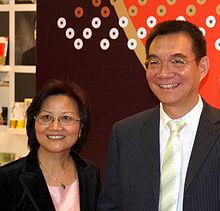 Lin Yifu and wife