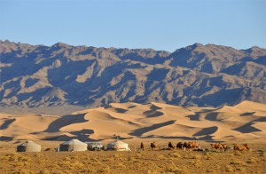 Singing Dunes of the Gobi Desert http://travel.prwave.ro/khongoryn-els-the-singing-dunes-literally-gobi-desert-mongolia/