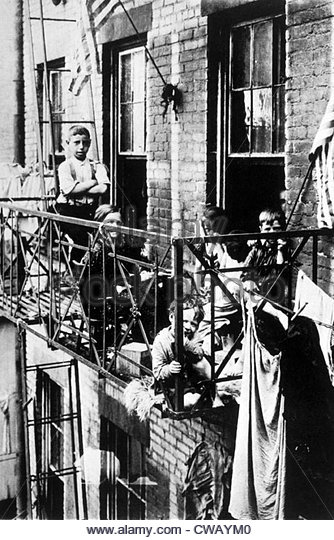 tenement-dwellers-new-york-citys-lower-east-side-c-1900-cwaym0.jpg